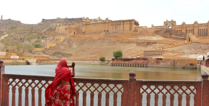 Discover the majestic Amber Fort in Jaipur
