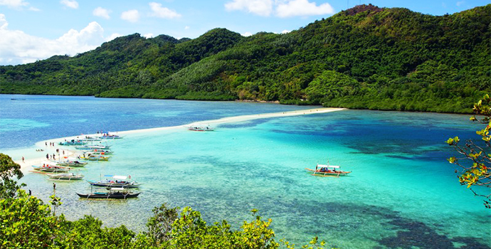 Go island-hopping to discover the hidden gems of breathtaking Palawan
